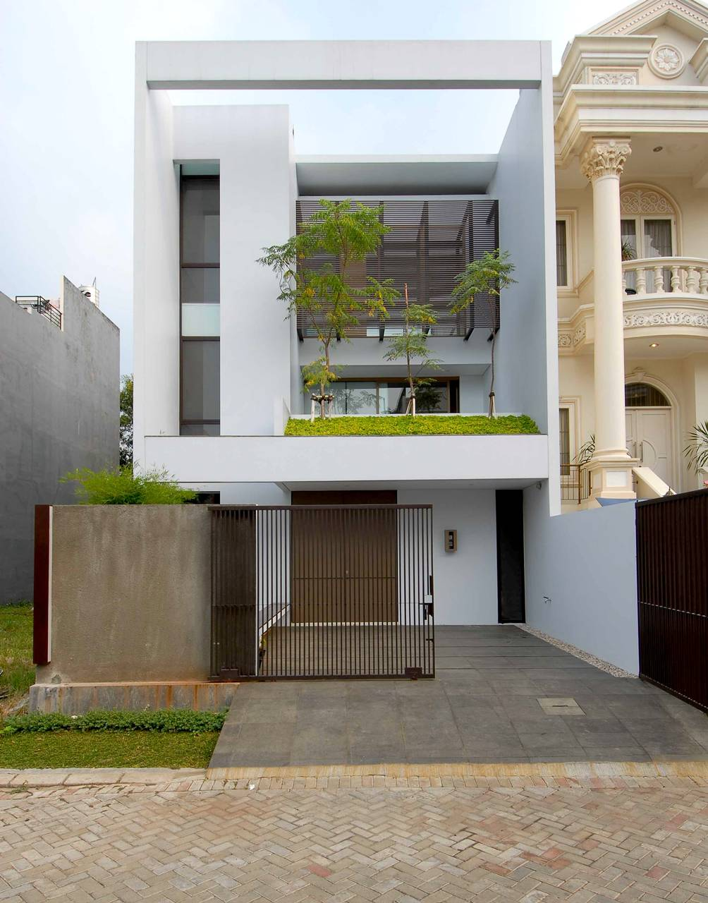 Less is more minimalism amid affluence in north jakarta for Minimalist house kerala