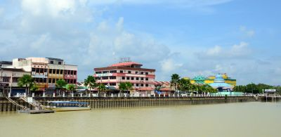: kota tinggi town is located by the river banks of sungai johor