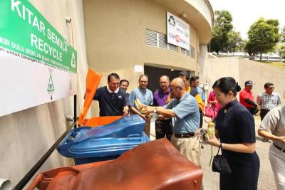 Recycling centre for Bukit Jelutong - Malaysia Premier
