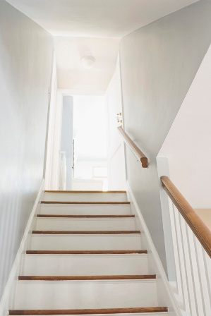 The feng shui of staircases malaysia premier property for Feng shui bedroom door facing stairs