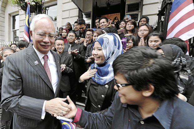 Images of Rousing Wele Najib Being Greeted Malaysian Students The