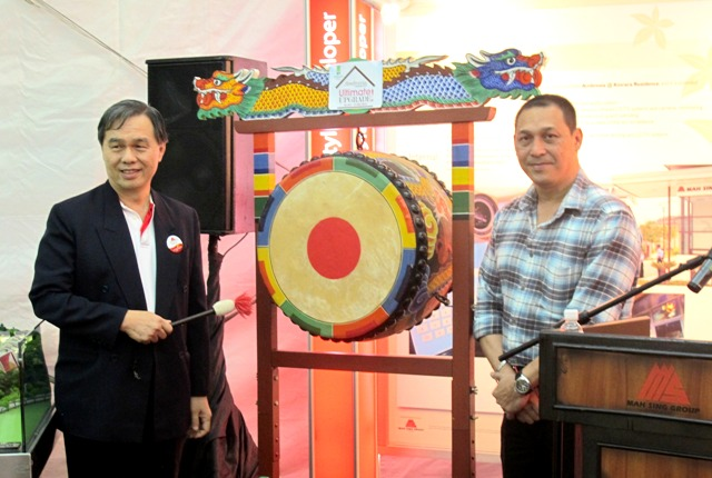 Mah Sing executive director Datuk Lim Kiu Hock (left) accompanied by Bruyns at the launch of Mah Sing's Ultimate Upgrade Campaign.