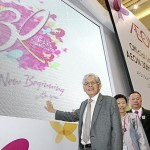 Another milestone: (from left) Aeon chairman Datuk Abdullah Mohd Yusof, Nur Qamarina and Poh at the event in Klang