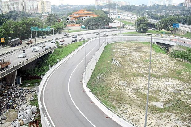 Major road: The Salak South Interchange leading to the Maju Expressway. — filepic.