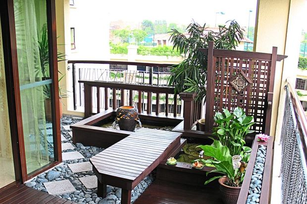 The large area of the balcony allows more freedom in decorating as stepping stones, 'pangkin' and lattices can be added following the Neo Nusantara concept.