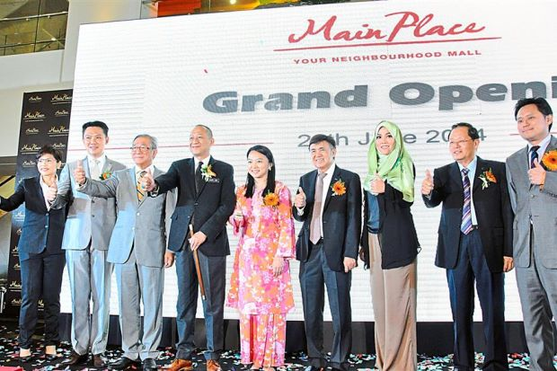 (From left) Woo, Yam, Foong, Nazri, Yeoh, Tan, Shila, Tee and Matthew at the grand opening ceremony of Main Place at USJ 21, Subang Jaya.
