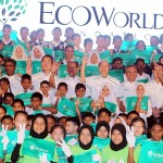 Picture time: Chang (third from left in white), Lee (fifth from left) and other Eco World leaders posing for a group picture with the students after the launch of Eco World Foundation.