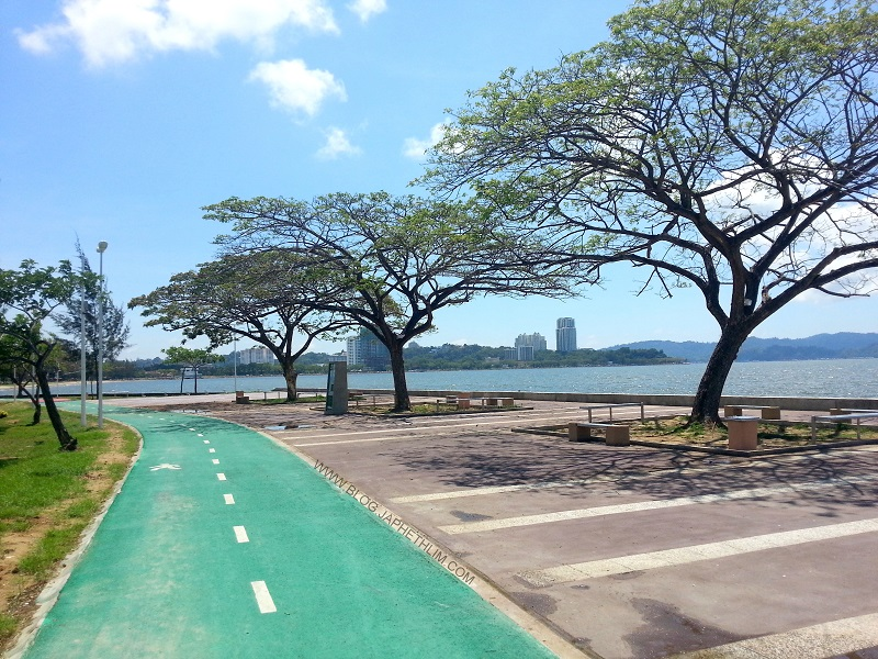 Tanjung Aru cycling path, with a serene view.