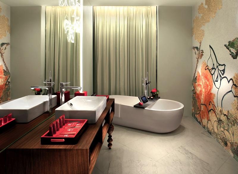 Full Moon suite's bathroom