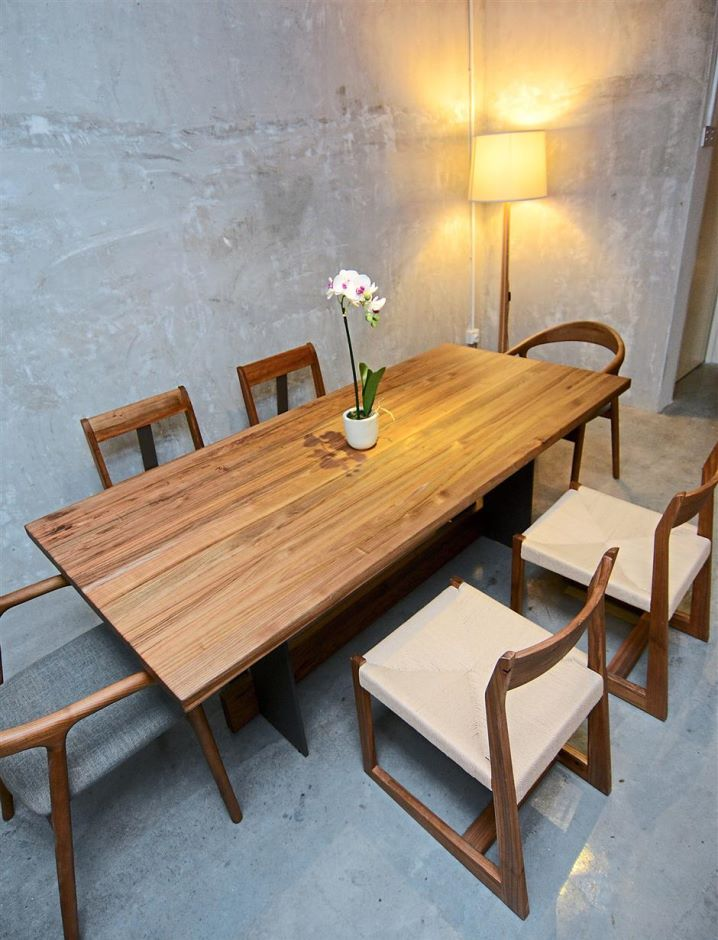 The Daaz dinning table is made of pure European rowan tree.